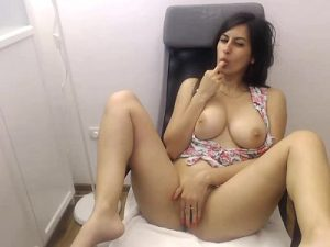 Sweet Persian Cam Girl Fingers Her Hot Pussy