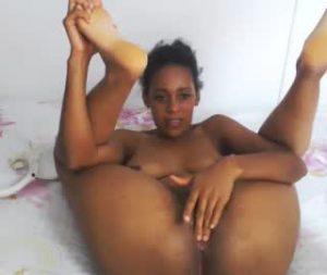 Alluring Black Cam Model Nicole Fucks Her Vagina On Cam