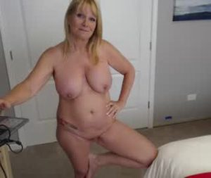 Amazing Busty Milf Dani Shows Off Her Nude Body On Her Free Live Webcam