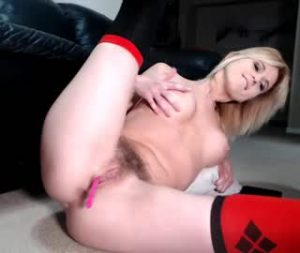 Kinky Canadian Milf Exposes Her Hot Natural Body On Porn Cam