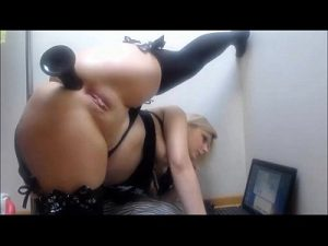 Flexible Blonde Milf Fucks Her Huge Ass On Live Cam