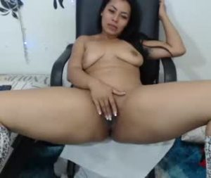 Gorgeous Colombian Lady With Natural Body On Free Cam Show