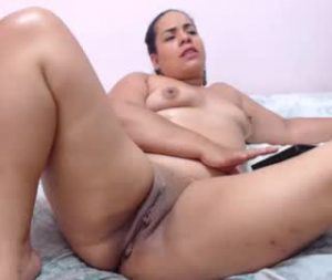 Plump Colombian Lady Gets Completely Naked On Webcam