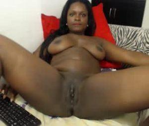 Stunning Black Cam Girl Kaylena Goes Naked Online