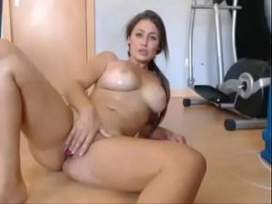 My Curvy Cam Babe Squirts All Over The Floor