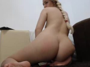 Blonde Webcam Girl Alice Shows Her Big Sexy Ass