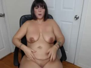 BBW Milf Monee Shows Off Her Naked Body