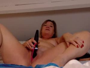 British Mature Lady Amy Uses A Sex Toy To Fuck Herself
