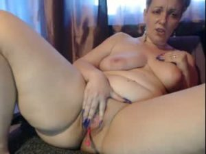Curvy Mature Live Lady Spreads Her Meaty Pussy