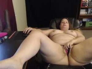 BBW Housewife Tessa Goes Fully Naked