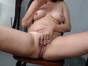 Hot Mature Woman Goes Naked And Masturbates On Cam