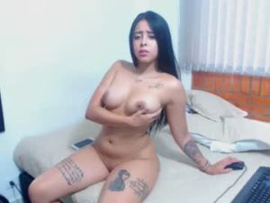 Sexy Latina Teen Kenya Wants You To See Her Naked Body