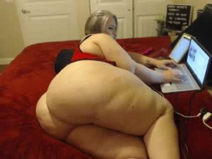 Extremely Obese Woman Flashes Her Huge Phat Ass