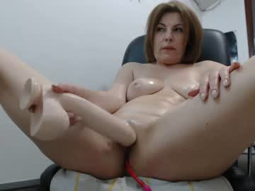 British Mature Lady Magdalena Plays With A Huge Dildo