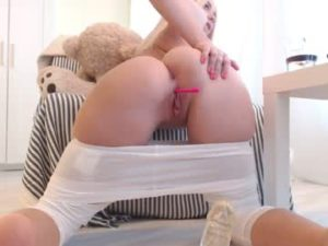 19yo Blonde Euro Girl Mari Flaunts Her Big Ass And Meaty Pussy