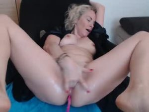 Depraved Milf Celine Squirts And Orgasms On Live Porn Cam