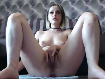 Playful Thick Lady Eva Does A Live Cum Show