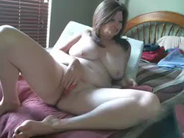 Thick Mature Woman Annie Fingers Herself On Live Porn Cam