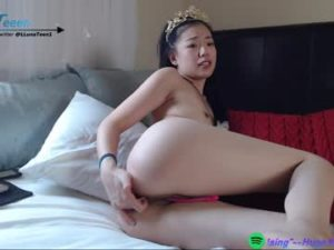 18yo Asian Teen Luna Plays With Her Butthole