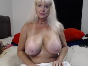 Blonde Mature Woman Tammy Has Gigantic Breasts