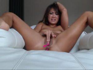 Playful Asian Milf Mandy Cums Live