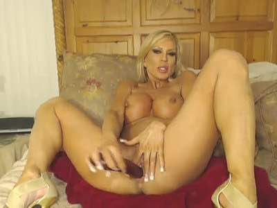 Dirty Milf Amber Lynn Pokes Her Pussy With A Dildo On Webcam