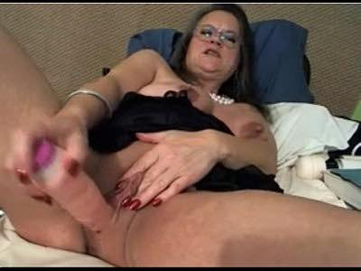 Mature Woman Plays With Her Huge Clit And Saggy Tits