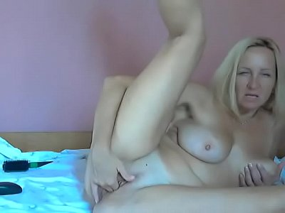 Busty Mature Nympho Does A Free Live Session