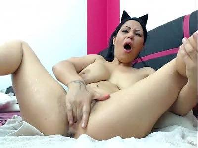 Latina Milf Furiously Fingers Her Hairy Pussy And Squirts