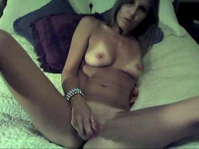 Mature Whore Toys Her Cunt On Bed